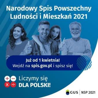 Nagłówek: Narodowy Spis Powszechny Ludności i Mieszkań 2021, poniżej czworo uśmiechniętych ludzi, dwie kobiety i dwóch mężczyzn na niebieskim tle. Pod nimi napis: Już od pierwszego kwietnia! Wejdź na spis.gov.pl i spisz się! Na dole znaki + - x i znak dzielenia, obok napis Liczymy się dla Polski, logo GUS, NSP 2021